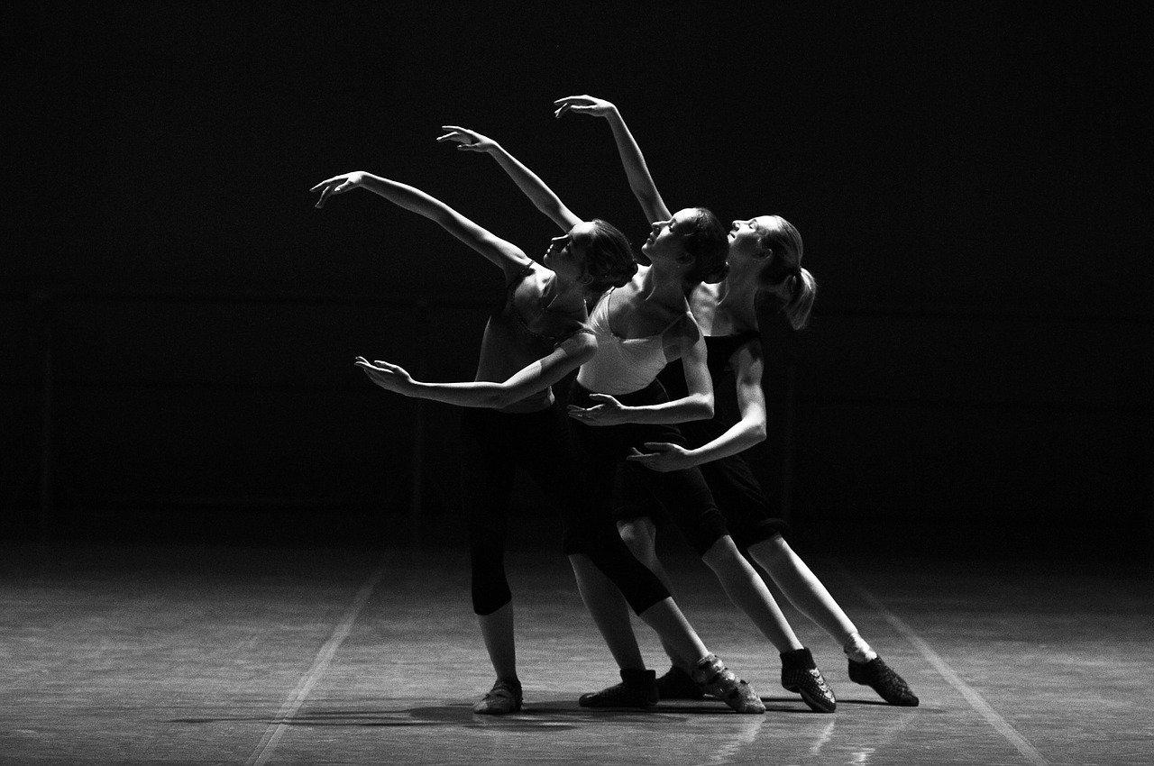 今話題の痩せるダンス!誰でも簡単にできる『痩せすぎ注意ダンス』とは?