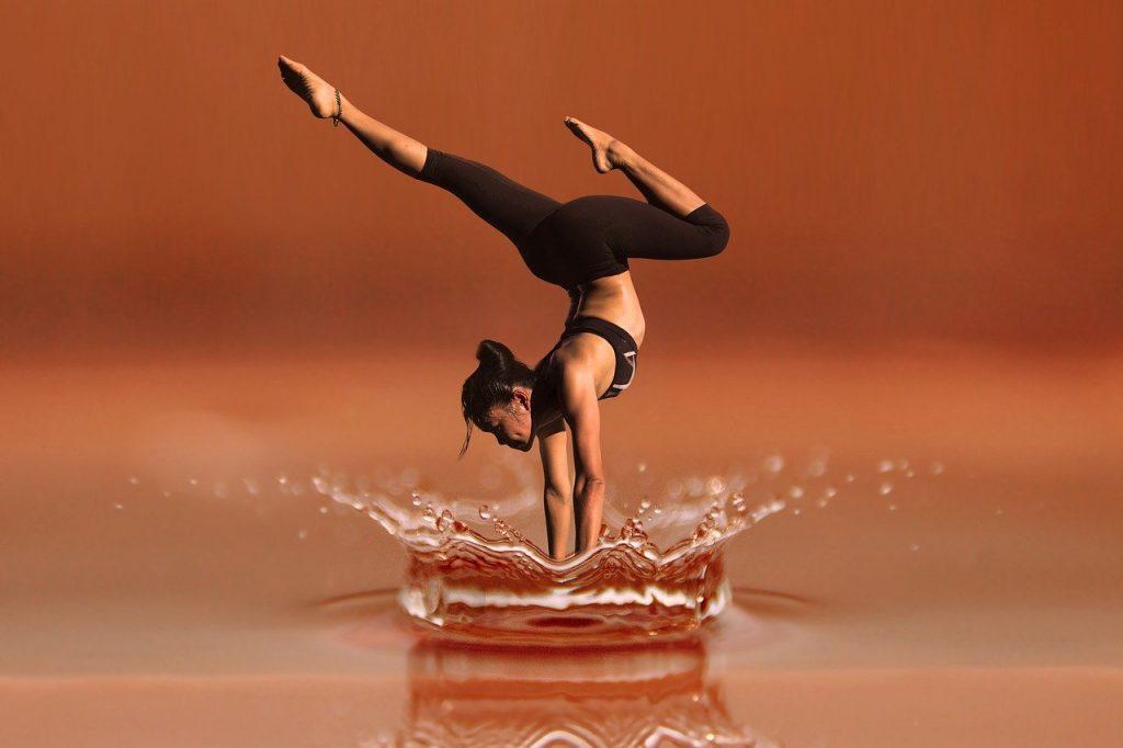 『痩せすぎ注意ダンス』とは、ダンスとエアロビクスの合体『ダンスエアロ』