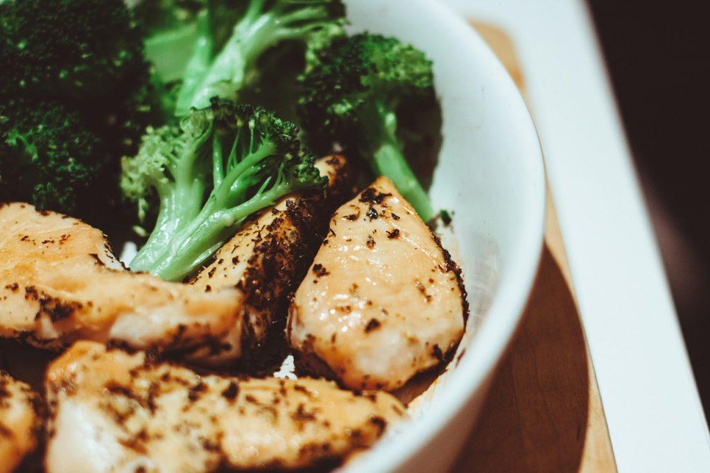 ブロッコリーとあわせて摂ると効果的な食べ物
