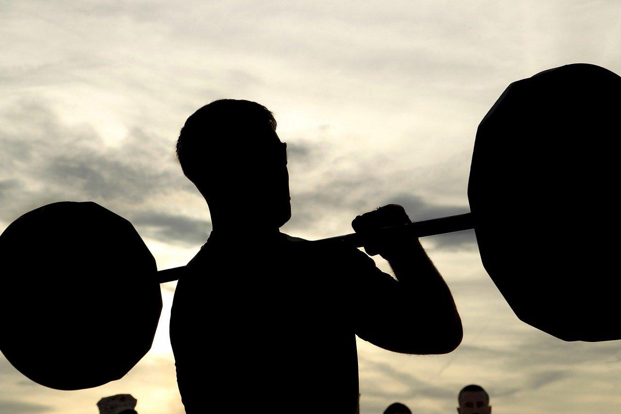 HMBの効果は論文でも証明【筋肉を作り、筋肉の分解を防ぐ】
